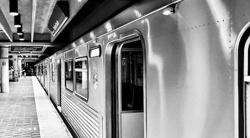Gratis stockfoto met blauwig, metro, metrostation, miami