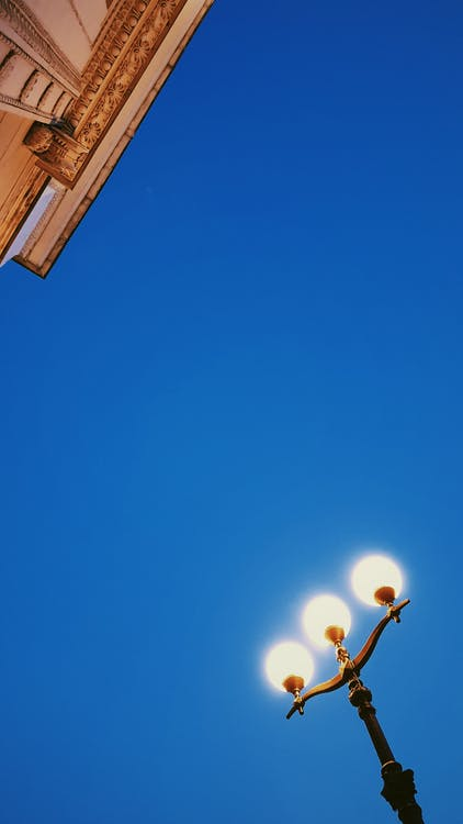 architektura, błękitne niebo, lampy uliczne