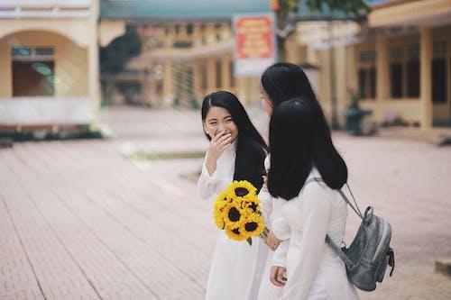 Gratis lagerfoto af ao dai, asiatiske piger, bedste venner, buket