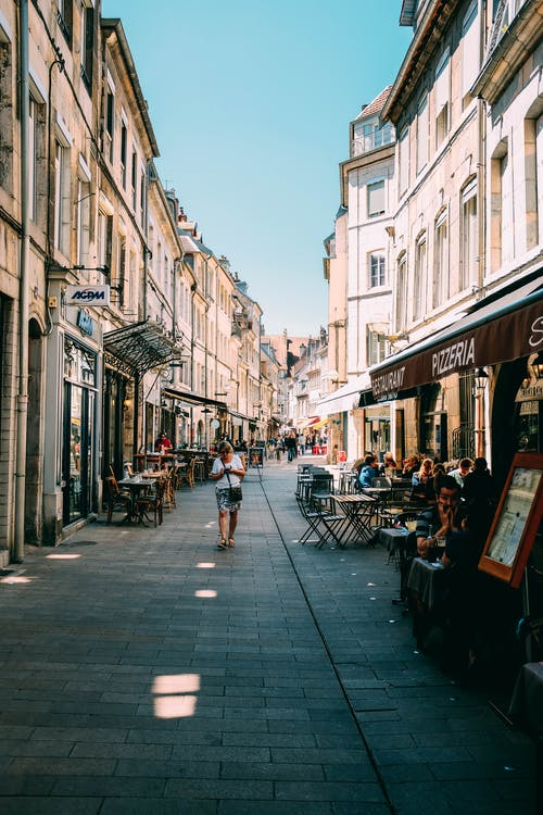 Gratis lagerfoto af arkitektur, butikker, by, bygninger