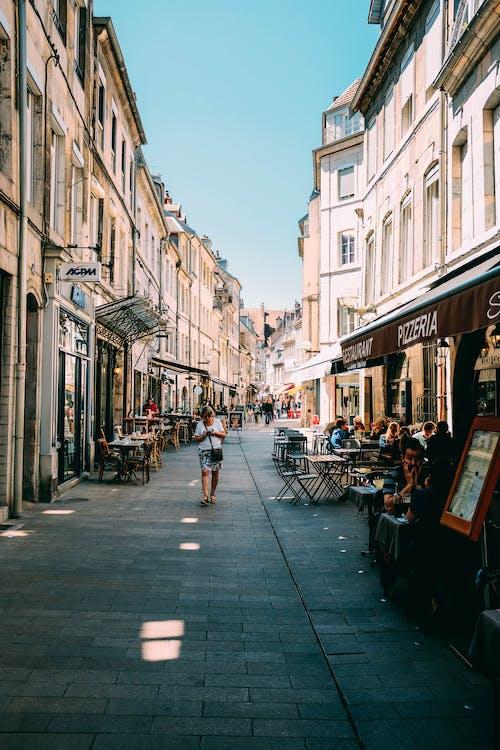 boltok, emberek, építészet