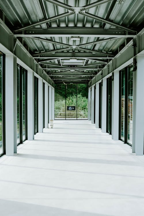 Foto d'estoc gratuïta de arquitectura, buit, columnes, contemporani