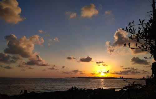 Ilmainen kuvapankkikuva tunnisteilla auringonlasku, auringonlaskun ranta, aurinko, horisontti