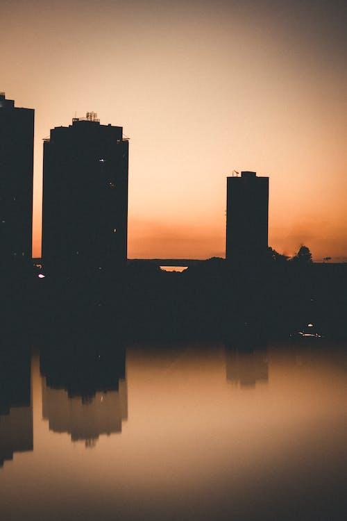 Immagine gratuita di acqua, alba, architettura, città