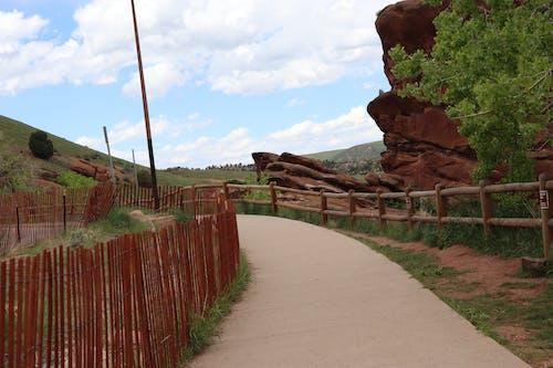 doğa, doğa yürüyüşü, Kızıl kaya içeren Ücretsiz stok fotoğraf