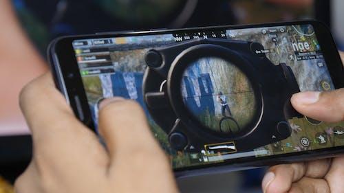Foto stok gratis bermain game, game seluler, pubg