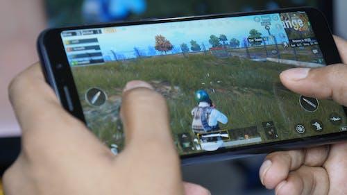 Foto stok gratis bermain game, game seluler, pubg, seluler