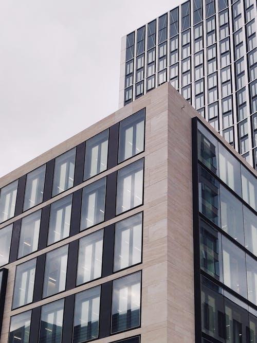 Kostenloses Stock Foto zu architektur, architekturdesign, aufnahme von unten, büro