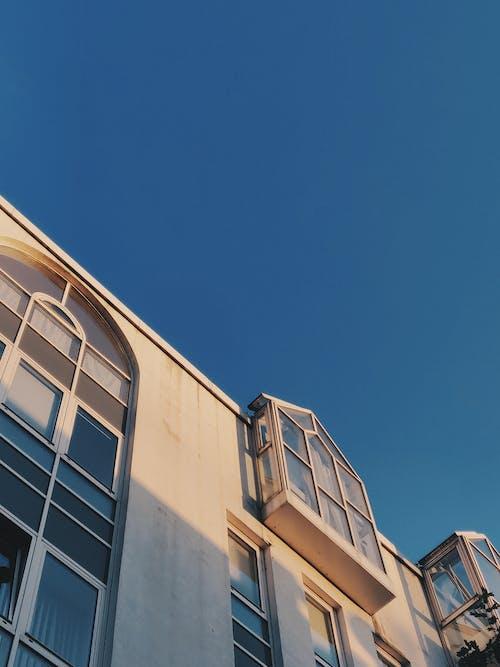 Безкоштовне стокове фото на тему «архітектура, блакитне небо, Будівля, Денне світло»