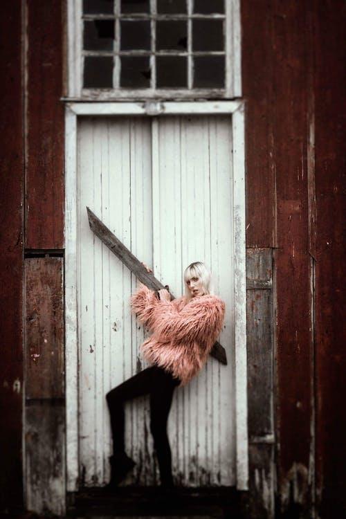 Imagine de stoc gratuită din femeie, fereastră, hambar, îmbracă