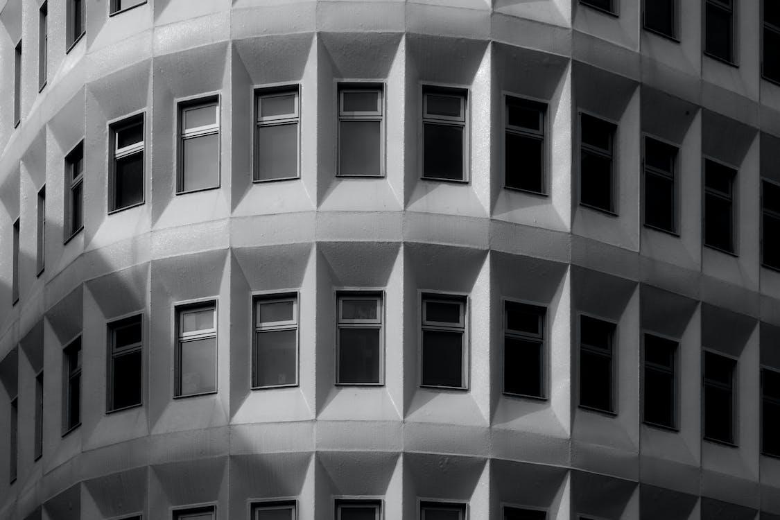 al aire libre, arquitectura, blanco y negro