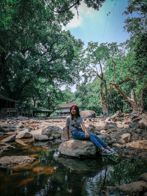 Δωρεάν στοκ φωτογραφιών με αγροτικός, βράχια, βραχώδης, γυναίκα