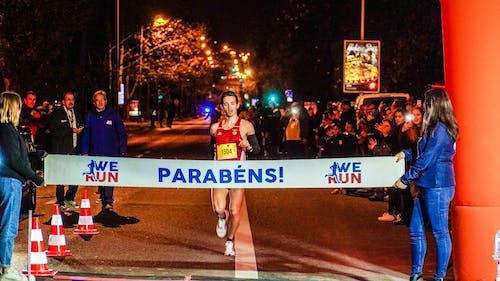 Darmowe zdjęcie z galerii z biegacz, linia mety, maraton, mężczyzna