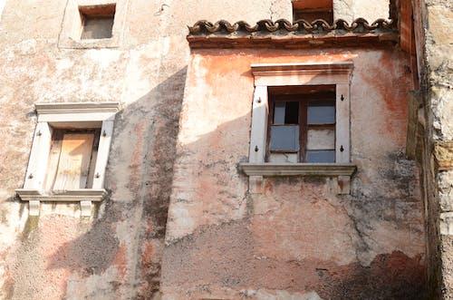 Fotobanka sbezplatnými fotkami na tému beatiful, červená, dom, okno