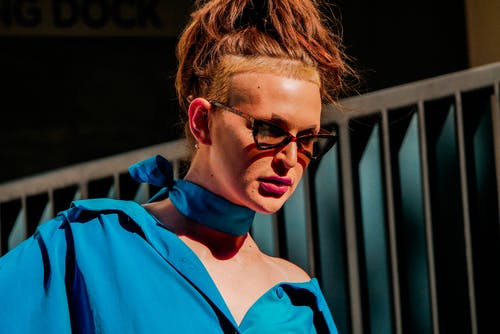 Kostnadsfri bild av ansikte, glasögon, ha på sig, kvinna