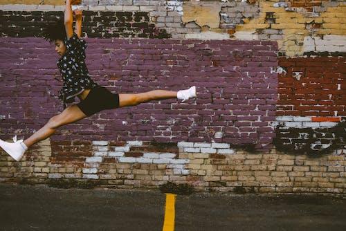 Základová fotografie zdarma na téma akce, barvy, cihlové zdi, energie