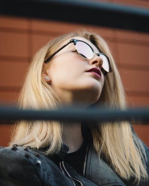 Fotobanka sbezplatnými fotkami na tému blondína, červené pery, fotenie, hĺbka ostrosti