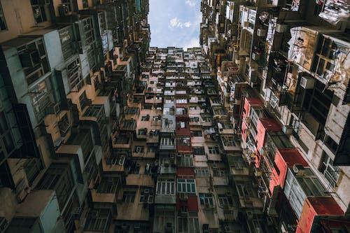 açık hava, apartman binası, bakış açısı, bina içeren Ücretsiz stok fotoğraf