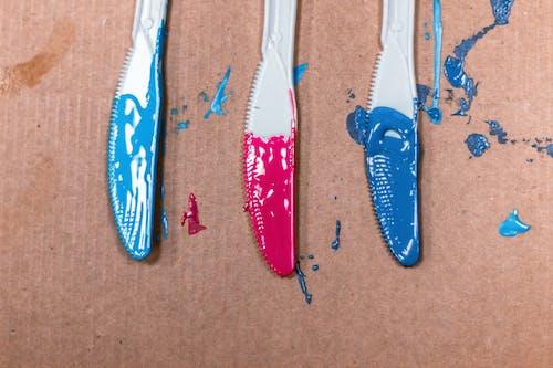 Δωρεάν στοκ φωτογραφιών με ακρυλική μπογιά, από χαρτόνι, μαχαίρια, χρώματα
