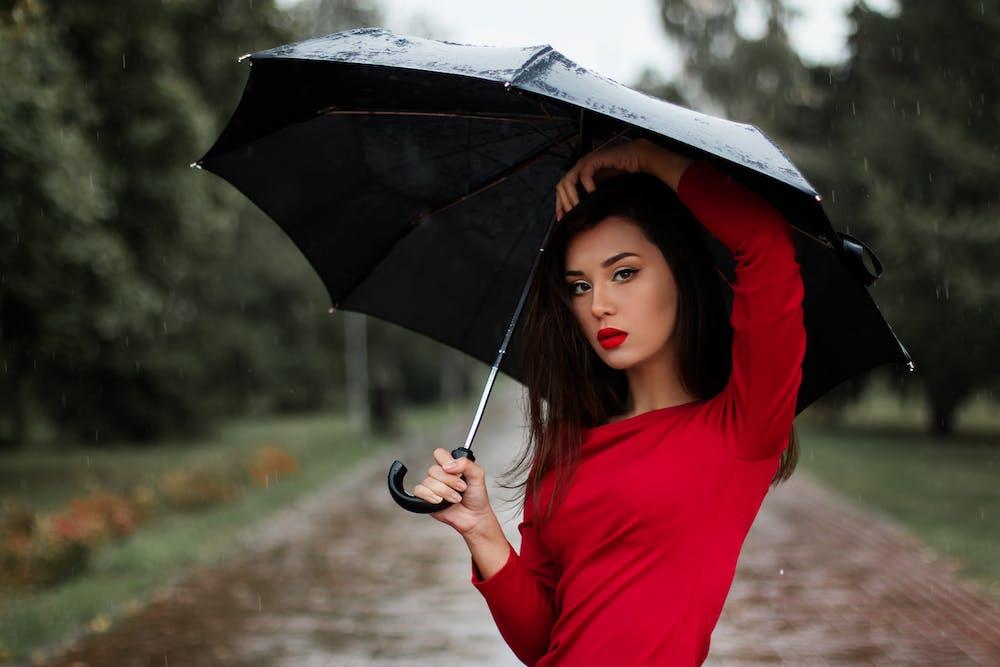 Lady in Rain @pexels