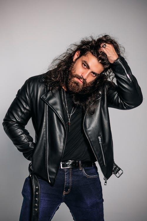 Foto profissional grátis de barba, boa aparência, cabelo comprido, casaco