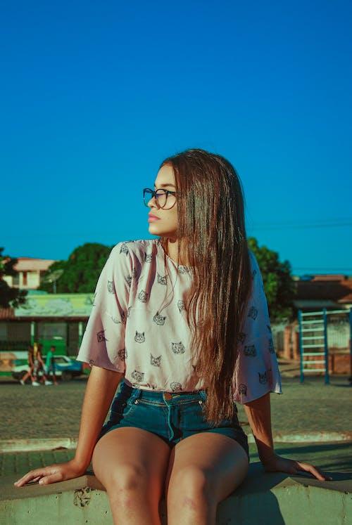 Photos gratuites de brune, cheveux longs, détente, être assis