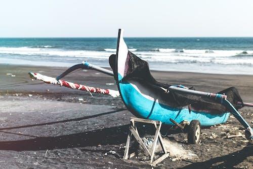 Foto d'estoc gratuïta de a l'aire lliure, aigua, assolellat, barca