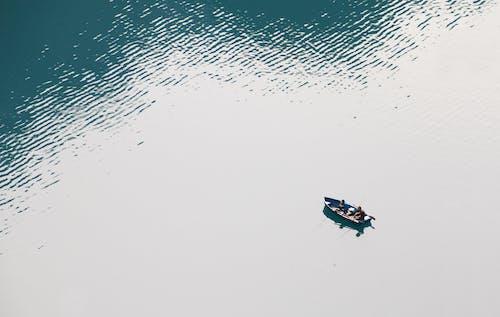 Immagine gratuita di acqua, azione, barca, barca a remi