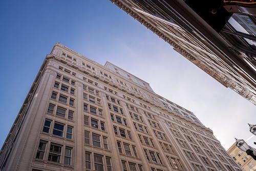 Gratis lagerfoto af arkitektdesign, arkitektur, blå himmel, bygning
