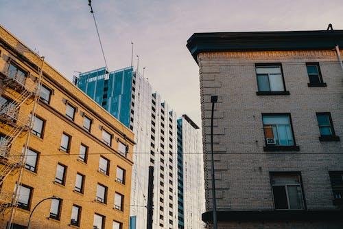 açık hava, apartman, bakış açısı, bina cephesi içeren Ücretsiz stok fotoğraf