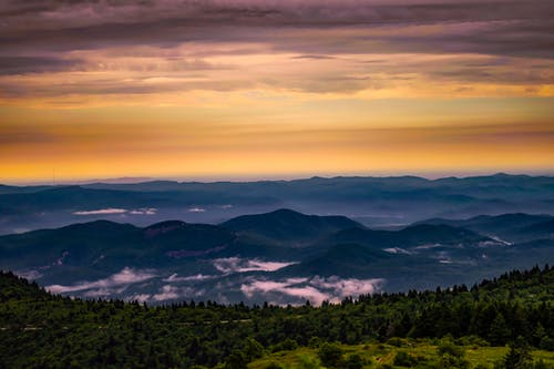 Photos gratuites de arbres, aube, bois, chaîne de montagnes