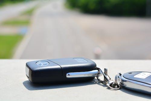 Бесплатное стоковое фото с toyota, дорога, ключ