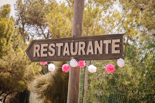 Brown Wooden Restaurante Signage