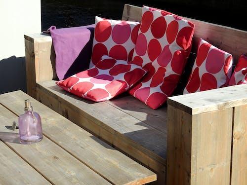 Δωρεάν στοκ φωτογραφιών με καρέκλα, μαξιλάρια, ξύλινος, ξύλο
