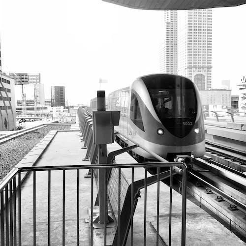 Fotobanka sbezplatnými fotkami na tému architektúra, automobilový priemysel, budovy, centrum mesta
