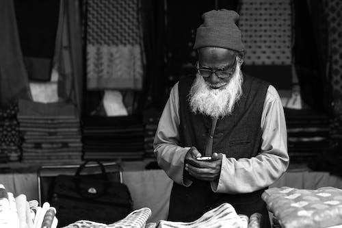 Безкоштовне стокове фото на тему «SMS, берет, борода, в'язана шапка»