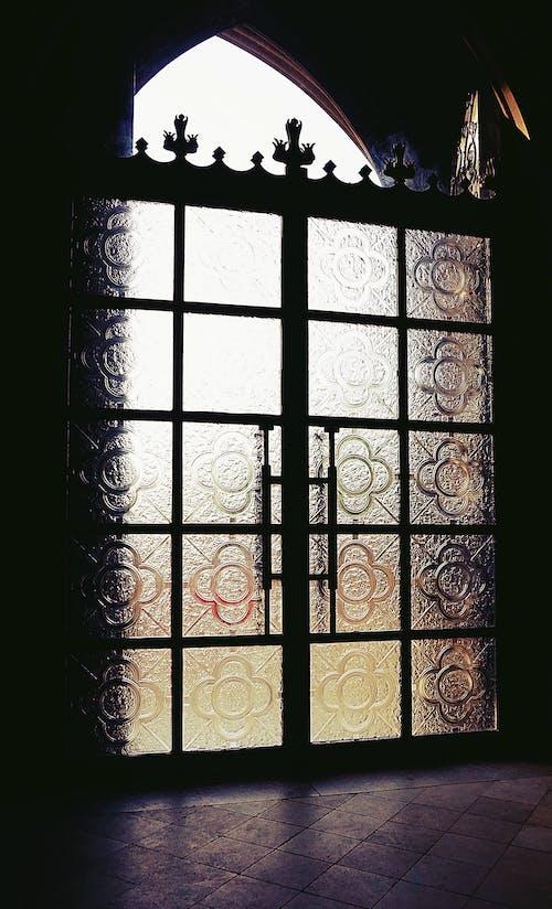 Ilmainen kuvapankkikuva tunnisteilla katedraali, kirkko, lasiovi, ovi