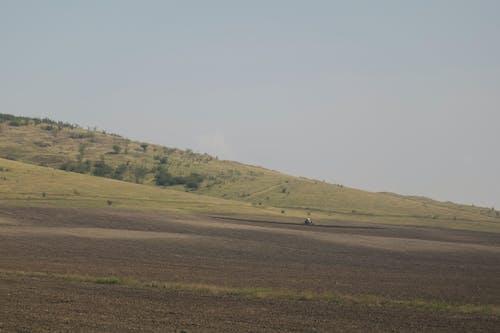 Бесплатное стоковое фото с борозды, бурение, весна, вспаханные поля