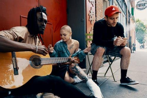 Fotobanka sbezplatnými fotkami na tému Afroameričan, černoch, džez, gitara