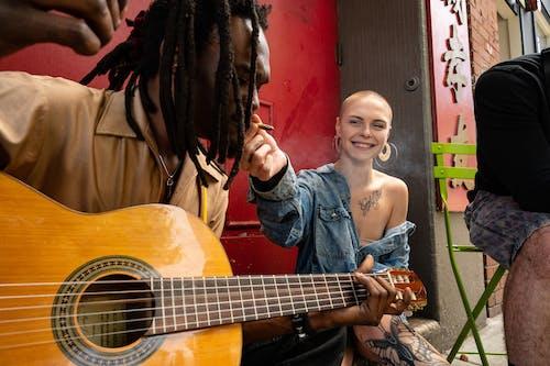 Photos gratuites de amis, artiste, artistes, chanteur