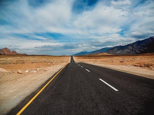 Foto d'estoc gratuïta de a l'aire lliure, àrid, asfalt, autopista