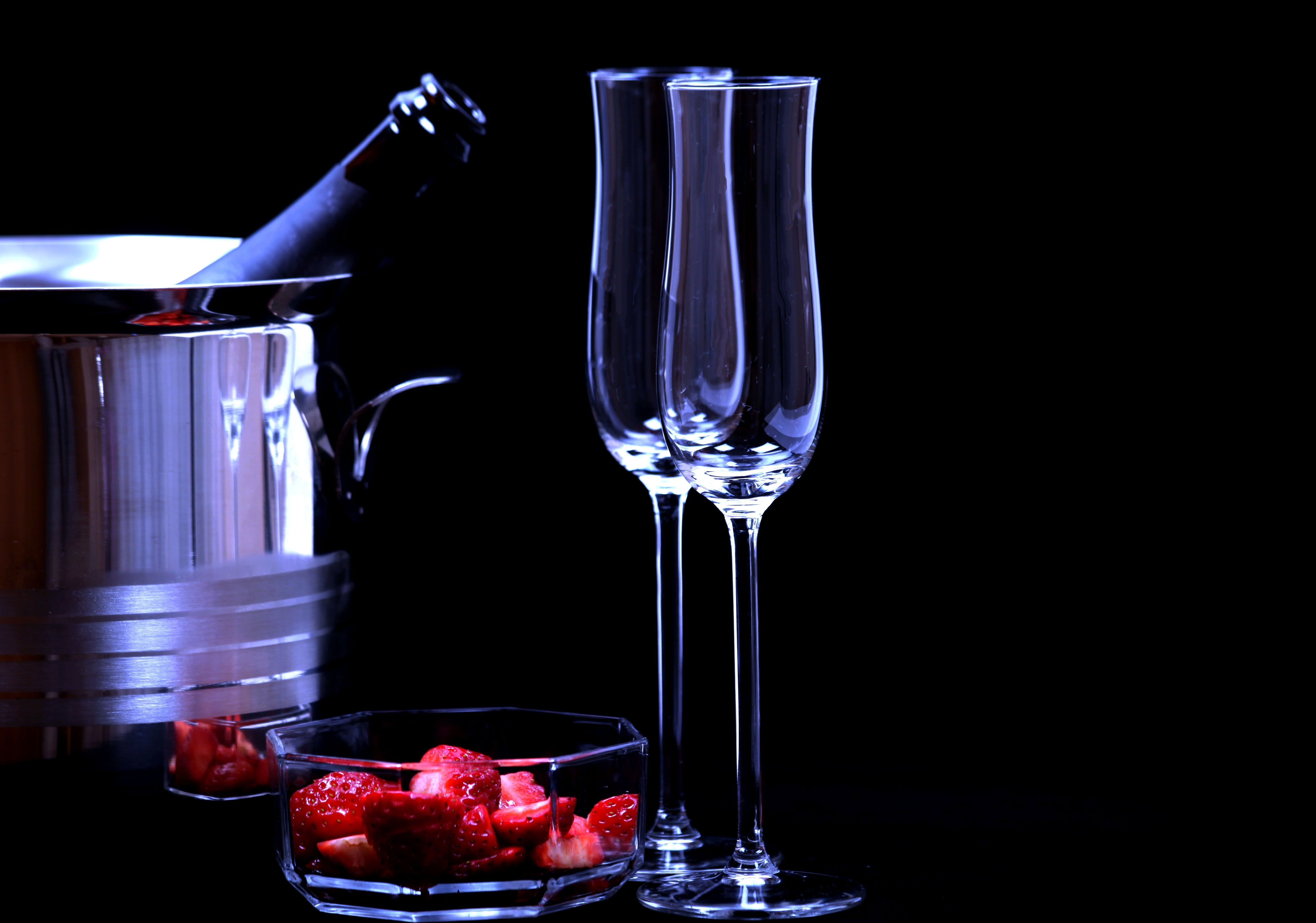 alkoholisches getränk, champagner, erdbeeren