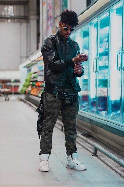 Darmowe zdjęcie z galerii z czarnoskóry, mężczyzna, moda, modny