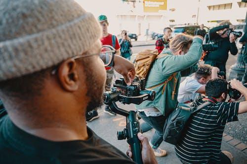 Gratis stockfoto met actie, camera's, casual kleding, fotografen