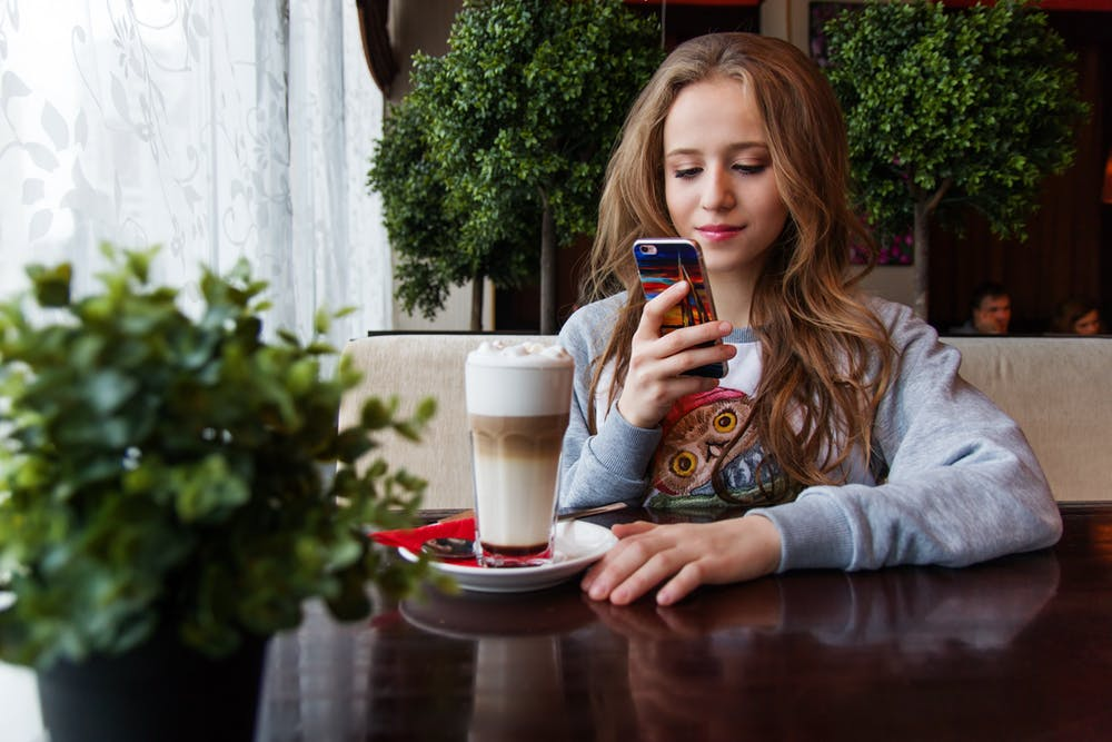 A teenage girl using her mobile phone. | Photo: Pexels