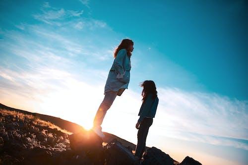 Бесплатное стоковое фото с путешествовать, солнечный свет