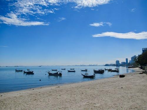 Kostenloses Stock Foto zu blauer himmel, blauer horizont, boote, fischerboote