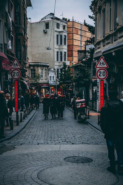 人群, 城市, 城鎮, 建築 的 免費圖庫相片