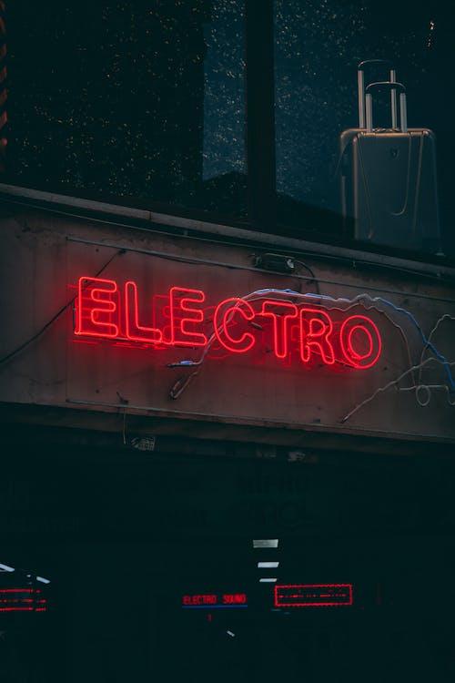 Gratis stockfoto met belicht, bewegwijzering, fel, neon
