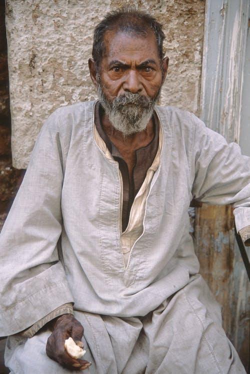 Gratis stockfoto met alleen, baard, bejaarde man, close-up